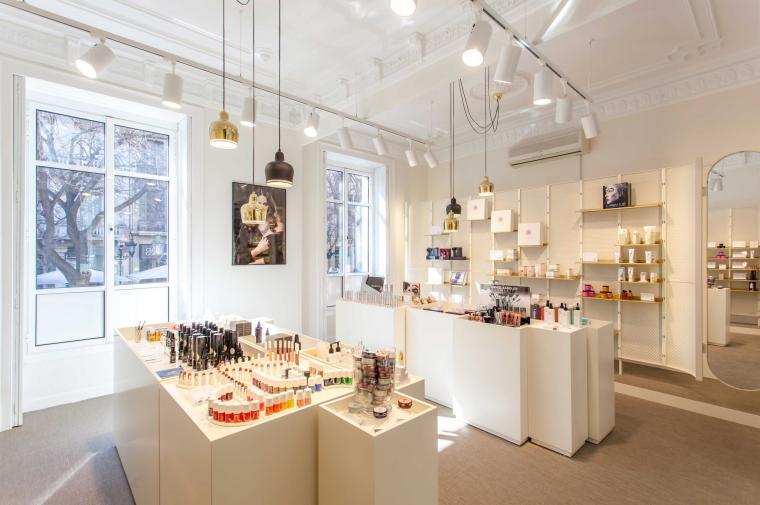 Blend Make-up store, Rambla Catalunya, Barcelona © Circular Studio